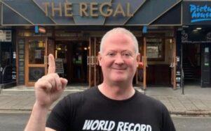 Британец посетил 51 паб за 24 часа, чтобы войти в Книгу рекордов Гиннеса